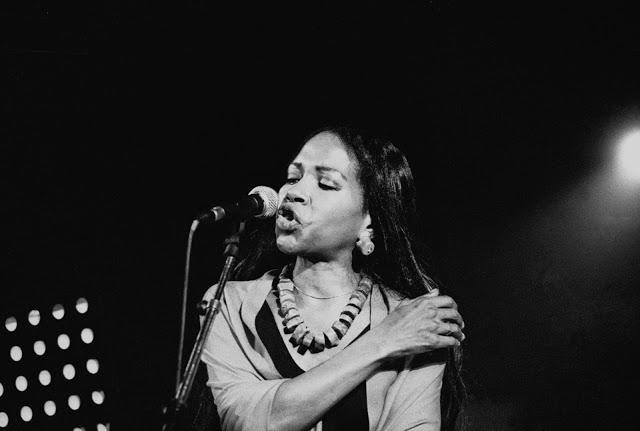 Linda Sharrock, 2004. Photo: Jeanne Davy