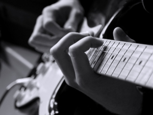 http://www.stepbystep.com/how-do-you-learn-to-play-guitar-and-sing-at-the-same-time-83438/#popular-posts